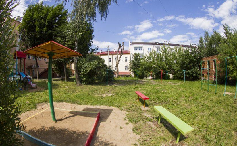 ОАО «Жилищник» продолжает приводить в порядок дворы Смоленска