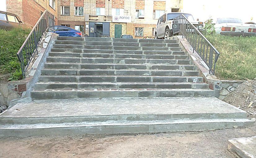 ОАО «Жилищник» восстанавливает лестничные марши