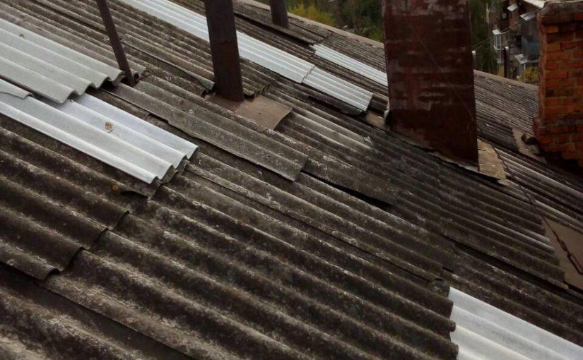 ОАО «Жилищник» ведет работы по ремонту шиферных крыш